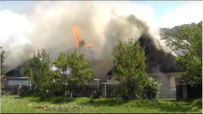 V Bělé pod Pradědem hořel rodinný dům. Podle hasičů stála za vznikem požáru nedbalost