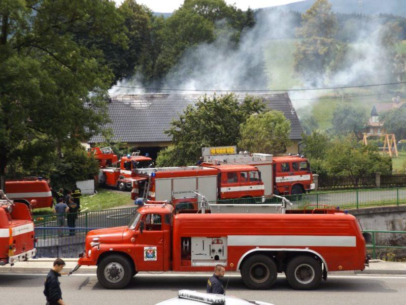 Začala sbírka na pomoc po požáru domu v Bělé