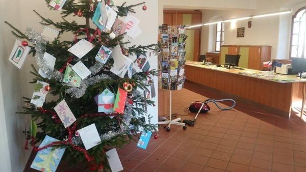 """I letos splní kouzelný jesenický """"Vánoční strom pro děti v nouzi"""" jejich přání"""