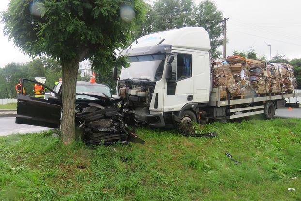 Tři zraněné osoby a škoda za 190.000 Kč, tak to je bilance dopravní nehody ve Zlatých Horách