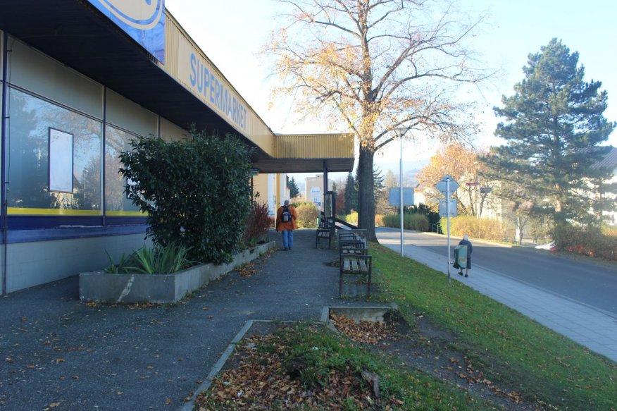 Město Jeseník za darované peníze změní okolí prodejny
