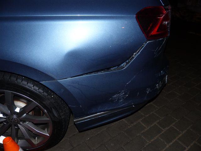 Poškodil zaparkované vozidlo u Jesenického koupaliště a ujel. Policie hledá svědky