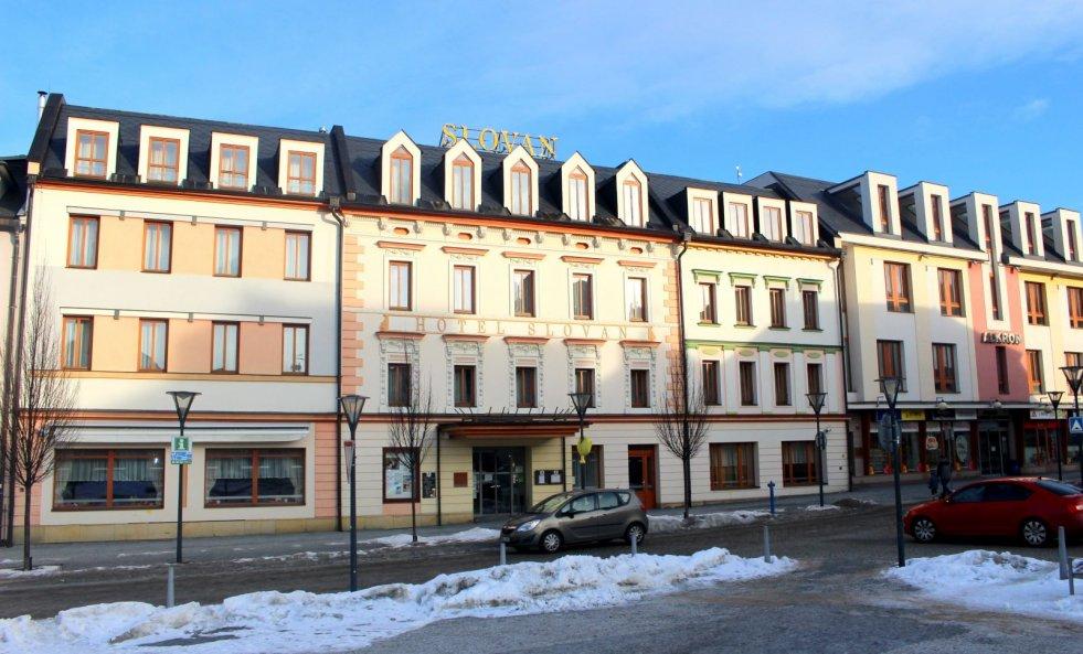 Město Jeseník zvažuje prodej hotelu Slovan a obchodního domu Alkron